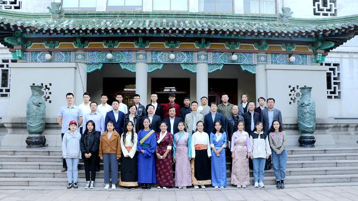 山师举行西藏籍学生及非西藏生源定向就业座谈会