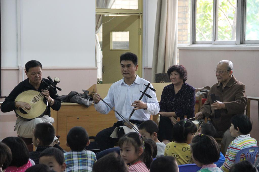 """幼儿园举办""""京剧进课堂""""特色教育活动"""